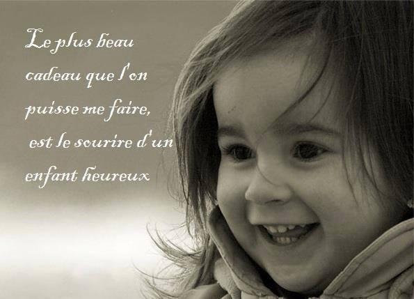Le sourire d'un enfant heureux